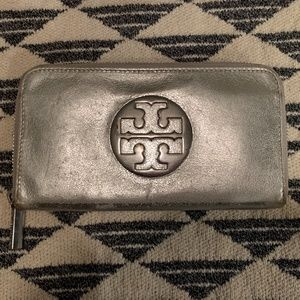 Tory Burch Silver Zip Wallet